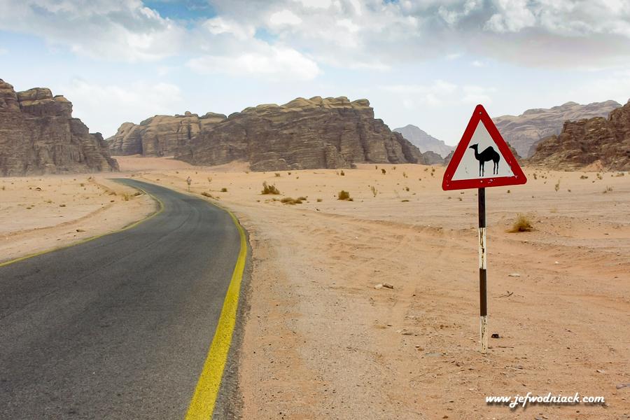 En arrivant au Wadi Rum