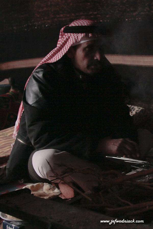 Sous la tente avec les bédouins