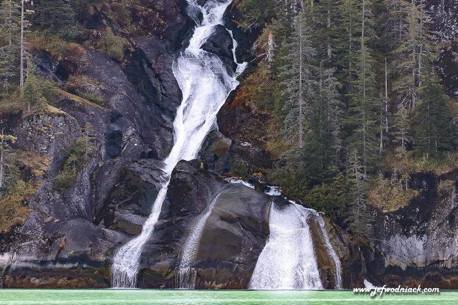 Cascade dans le fjord Tracy Arm