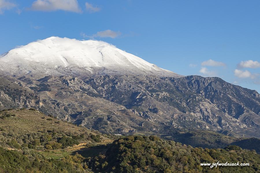 Montagnes enneigées en Crète.